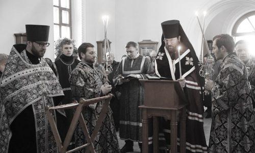 Во вторник первой седмицы Великого поста епископ Серафим совершил чтение Великого канона преп. Андрея Критского в Иверском храме Бобруйска