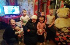 В Любоничах приход храма Космы и Дамиана поздравил многодетные семьи с Рождеством Христовым