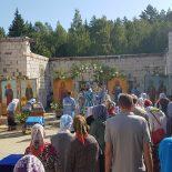Архиерейская Божественная литургия в Проще