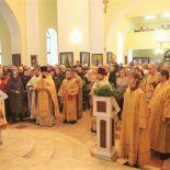 Епископ Серафим совершил Божественную литургию и иерейскую хиротонию в Никольском соборе Бобруйска