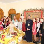 Молодежь прихода храма «Целительница» поздравила епископа Серафима с Пасхой Христовой