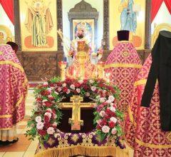Божественная литургия в день праздника Происхождения честных древ Животворящего Креста Господня