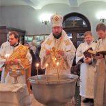 В Крещенский сочельник епископ Серафим совершил литургию и чин великого освящения воды в Никольском кафедральном соборе