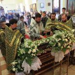 Великая Пятница. Епископ Серафим совершил вечерню с выносом плащаницы в Никольском соборе Бобруйска