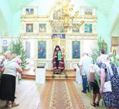 В День Святой Троицы епископ Серафим совершил праздничную Божественную литургию в Троицком храме г. Быхова