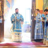 В день праздника Похвалы Пресвятой Богородицы епископ Серафим совершил Божественную литургию
