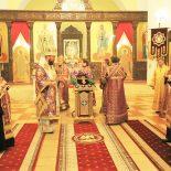 Епископ Серафим совершил праздничное всенощное бдение и чин воздвижения Креста Господня в Никольском кафедральном соборе