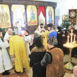 В  Рождественский сочельник епископ Серафим совершил Божественную литургию Василия Великого в Никольском кафедральном соборе