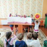 В детском саду №4 г. Кировска прошло театрализованное кукольное представление «Сказка о светлой радости»