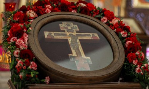 В бобруйском кафедральном соборе состоялась Божественная литургия в праздник Воздвижения Креста Господня
